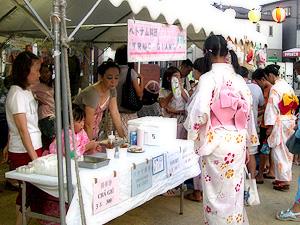 神戸市長田区でのお祭りの様子。外国人住民も屋台を出店して参加した。