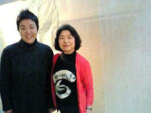 川のほとり美術館、岩田美樹さんとミョンヂャさん