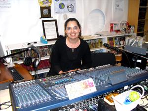 今月からCANTABRSILの番組を担当するVivianさんを紹介します!彼女のルーツはドイツ・イタリア・ブラジルそしてイランと居住としての日本です。