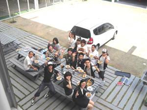 レックサロン(たかとりに集う地域の多様な文化背景をもつ子ども達の居場所)でのBBQパーティ