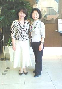 山野里美さん (左)とパク・ミョンヂャ(右)