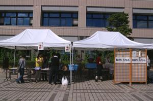 長田区区役所前のボランティア受付