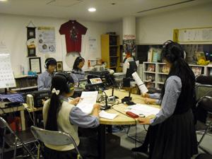 秋は文化祭のシーズン、そして修学旅行の季節でもあります。ということで神戸須磨翔風高校「われら学校放送部」担当は1年生が頑張ります。