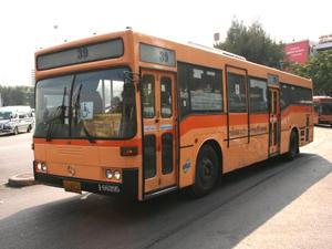 タイ赤バス