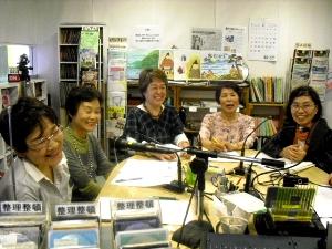 紙芝居の指導をされた東灘区青木南まちづくり協議会高田としさんと共に