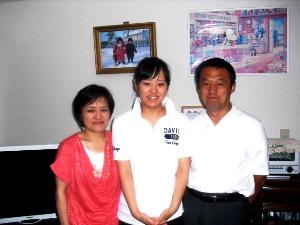 鄭弘美さんと家族