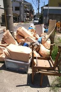 廃棄ごみの山
