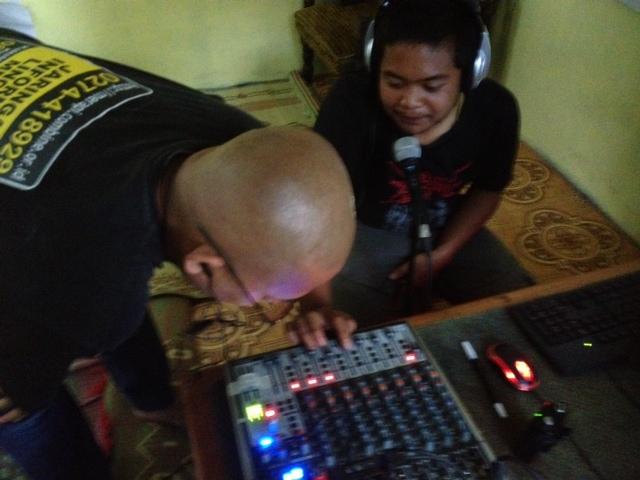 Gema Merapi FMにて楽しいジングル作成研修♪~コミュニティラジオ局での活動~
