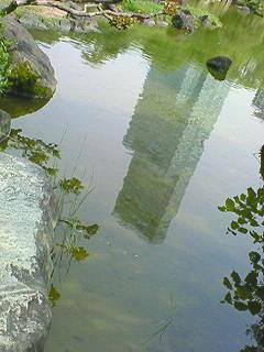 池に映った逆さハルカス