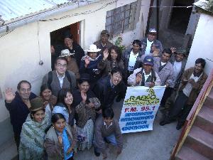 アイマラ族のラジオコパカバーナで集合写真