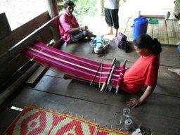 タイ北部山岳民族機織の様子